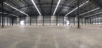 Un entrepôt est un bâtiment commercial pour le stockage des marchandises Photographie stock libre de droits