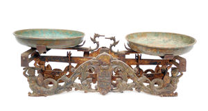 Un equilibrio di due vaschette antico Immagine Stock