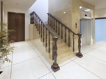 Un escalier et un ascenseur dans un complexe de luxe de station thermale Images libres de droits