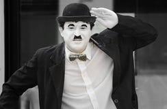 Perfomer della via in costume di Charlie Chaplin Fotografia Stock Libera da Diritti