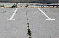 Un espacio de estacionamiento vacante imagen de archivo