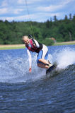 Un esquí acuático de la mujer joven Fotos de archivo