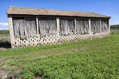 Un essiccatoio su un campo di tabacco nella città di Cijuela fotografia stock libera da diritti
