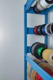 Un estante de cables electrónicos Imagen de archivo