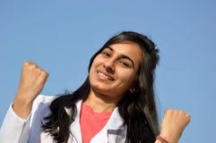 Un estudiante de medicina durante tiempo de entrenamiento Imagenes de archivo