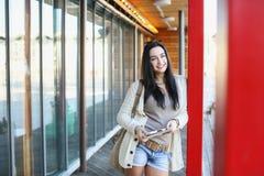 Un estudiante en el parque imágenes de archivo libres de regalías