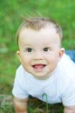 Un'età adorabile del bambino di 9 mesi all'aperto Fotografie Stock Libere da Diritti
