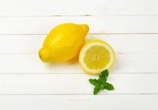 Un et demi citrons Photographie stock libre de droits