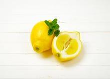 Un et demi citrons Photographie stock