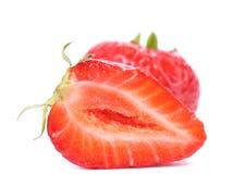 Un et demi fraises. Photos stock