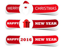 Un'etichetta rossa di Natale con Santa e un regalo Fotografia Stock
