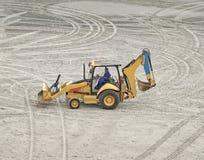 Un excavador en la arena Foto de archivo libre de regalías