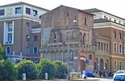 Un exemple d'architecture différente à Rome Italie images stock