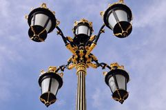 Un extracto artístico de los posts de la lámpara situado en el palacio real de Madrid imagenes de archivo