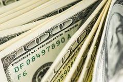 Un extracto de cientos billetes de dólar Foto de archivo libre de regalías