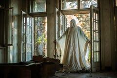Un fantasma dalla casa abbandonata immagini stock libere da diritti