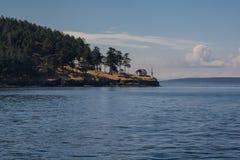 Un faro en la orilla Imagen de archivo