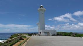 Un faro a Higashi Hennazaki nell'isola di Miyako, Okinawa archivi video
