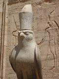 Un Faucon-dieu Horus. Photographie stock libre de droits