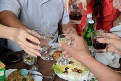 Un feliz banquete. imagen de archivo