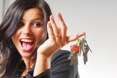 Un femme avec les clés Photos libres de droits