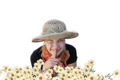 Un femme dans un chapeau affiche tranquillement et cligne de l'oeil Photo stock