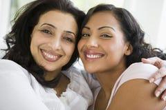 Un femme du Moyen-Orient avec sa fille Photo stock
