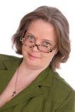 Un femme irlandais plus âgé avec les yeux verts et les glaces Image libre de droits