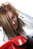 Un femme près du téléphone photographie stock