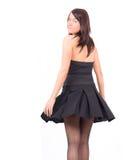 Un femme semble séduisant tandis que sa jupe vole Image libre de droits
