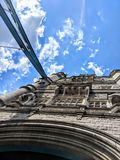 Un feom de la visión abajo del puente de Londres Foto de archivo libre de regalías