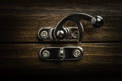 Un fermo scorrevole d'argento della serratura immagine stock libera da diritti