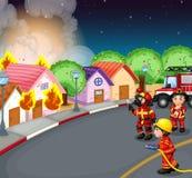 Un feu au village Images libres de droits