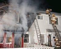 Un feu de maison urbaine dans la ceinture verte, le Maryland photo stock