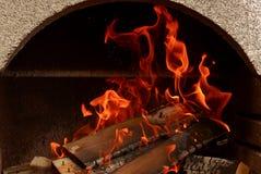 Un feu gentil dans un endroit du feu photo libre de droits