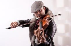 Un fiddler que toca su instrumento Foto de archivo libre de regalías