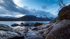 Un fiordo en Noruega almacen de metraje de vídeo