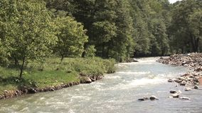 Un fiume in Bulgaria video d archivio