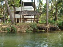 Un fiume calmo nella pace immagine stock