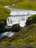 Un fiume del ghiacciaio di Skogafoss cascata-Islanda immagini stock