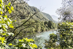 Un fiume della montagna Immagini Stock Libere da Diritti