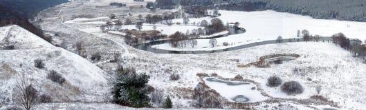 Un fiume di inverno immagine stock