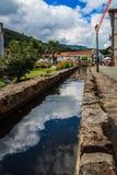 Un fiume nella città Fotografia Stock