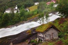 Un fiume precipitante in Norvegia Fotografia Stock Libera da Diritti
