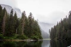 Un fjord caché se trouve calme Images libres de droits