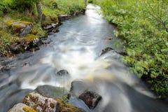 Un fleuve dans la campagne Images libres de droits