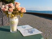 Florero de rosas Imágenes de archivo libres de regalías