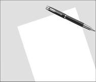 Un foglio di carta bianco sulla tavola con la maniglia Fotografia Stock