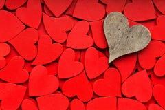 Un fond rouge plus petit de coeurs Image stock