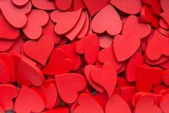 Un fond rouge plus petit de coeurs Photo stock